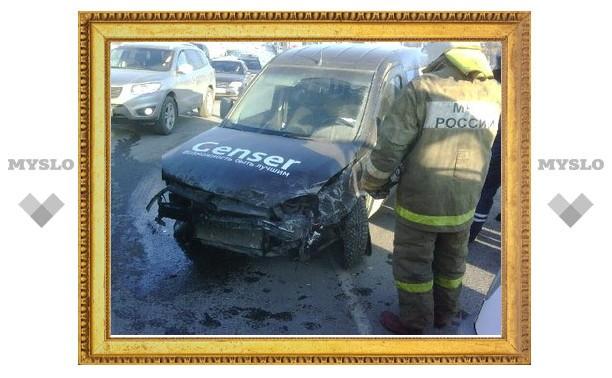 Из-за ДТП с участием трех машин ул. Рязанская в Туле встала в пробке