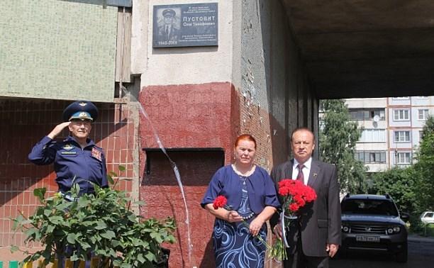 В Туле открыли мемориальную доску Олегу Пустовиту