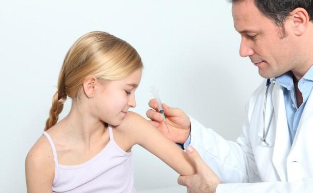 В Совете Федерации предложили наказывать родителей за отказ делать прививки детям
