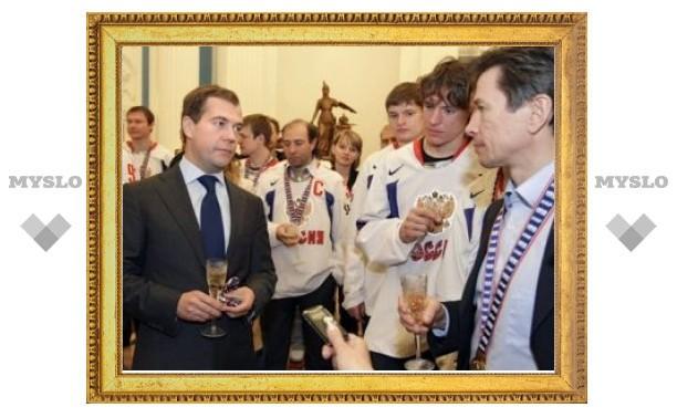 Медведев наградил сборную России по хоккею орденами и медалями