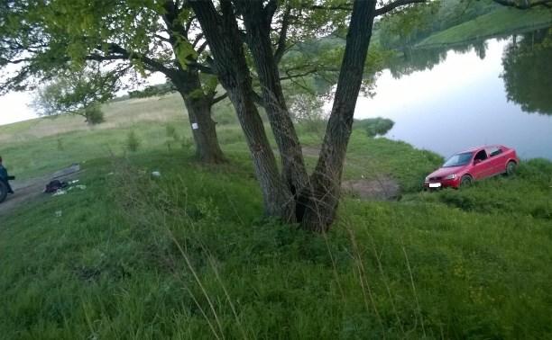 В Щёкинском районе автомобиль без водителя насмерть сбил мужчину