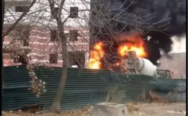 Пострадавшую из-за пожара новостройку на ул. Серебровской приведут в порядок до 12 ноября
