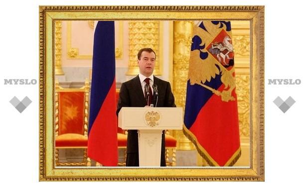Медведев разрешил поставки беспошлинной нефти в Минск