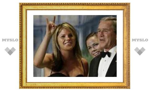 Дочь президента Буша написала книгу про СПИД