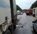 На Новомосковском шоссе под Тулой в ДТП столкнулись три грузовика и легковушка