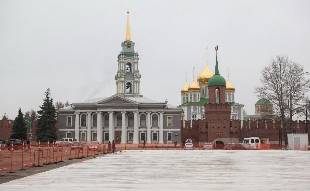 В Туле на площади Ленина заливают Губернский каток