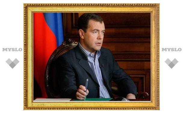 """Медведев назвал высокие цены на нефть """"катастрофой для России"""""""