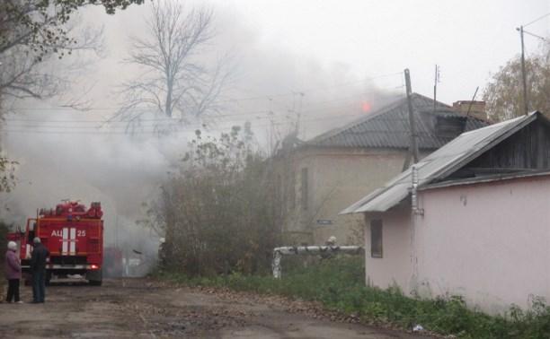 Утром в Донском загорелся заброшенный дом