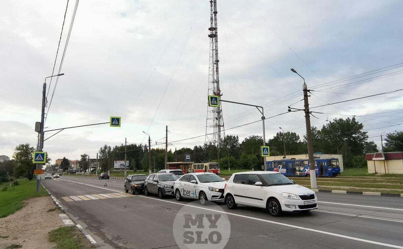В Туле четыре машины собрались в «паровозик»