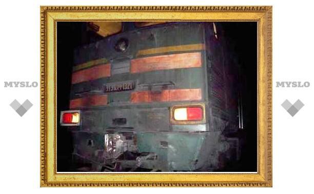 В Суворовском районе грузовой поезд протаранил автомобиль