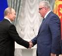 Владимир Путин наградил Евгения Дронова медалью Героя Труда