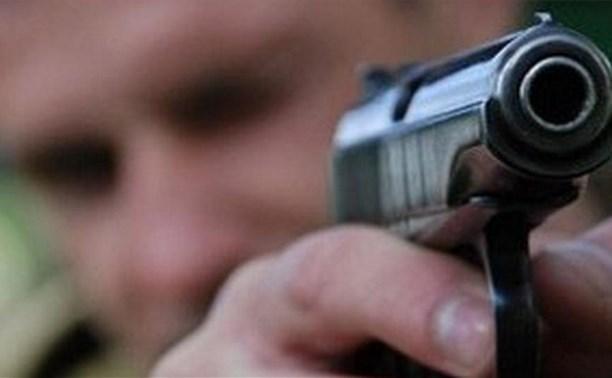 Житель Новомосковска открыл стрельбу из пистолета во время эвакуации его автомобиля