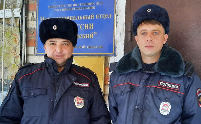 В Алексине полицейские вывели из горящего дома женщину с тремя детьми
