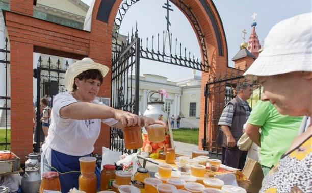 На Епифанской ярмарке туляки смогли попробовать больше 40 видов мёда