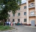 Сергей Харитонов узнал мнение жителей дома в Ясногорске о качестве ремонта крыши