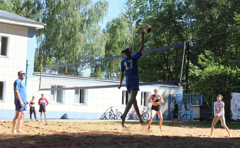 В Туле прошёл фестиваль семейного волейбола