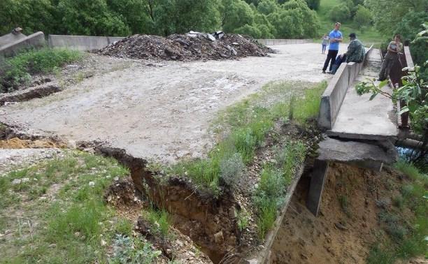 В селе Исаково Венёвского района мост развалился на две части