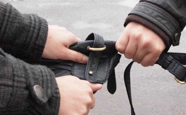 В Чернском районе местный житель ограбил молодого парня