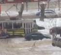 В Туле трамвай взял на буксир легковушку