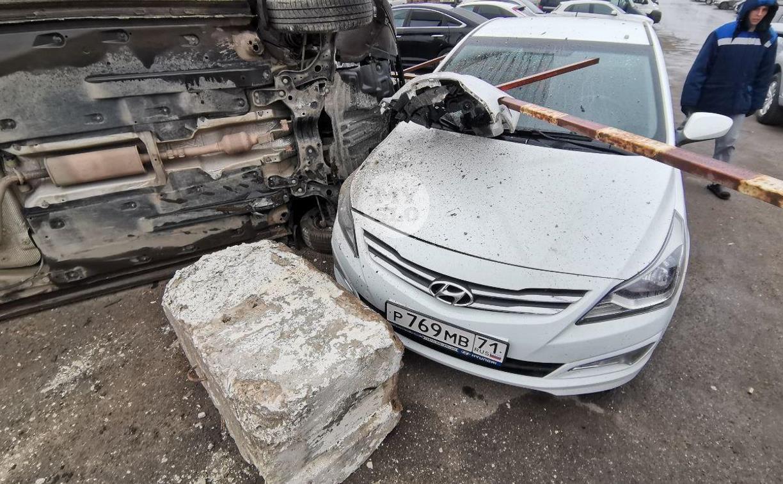 На Новомосковском шоссе Volkswagen вылетел с дороги и приземлился под бок Hyundai