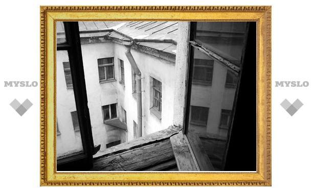 В Киреевском районе женщина выпала с четвертого этажа