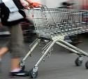 В Новомосковске двое парней украли тележку из супермаркета