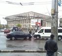 В центре Тулы столкнулись микроавтобус и легковушка