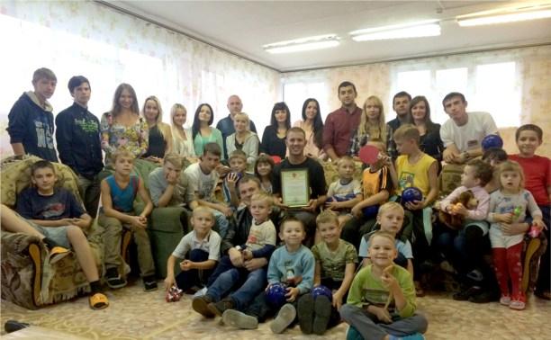 Участники тульского автоклуба поздравили детей-сирот с началом учебного года