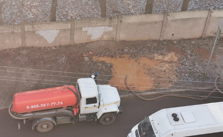 На Косой Горе в Туле ассенизаторы сливают отходы под забор парка