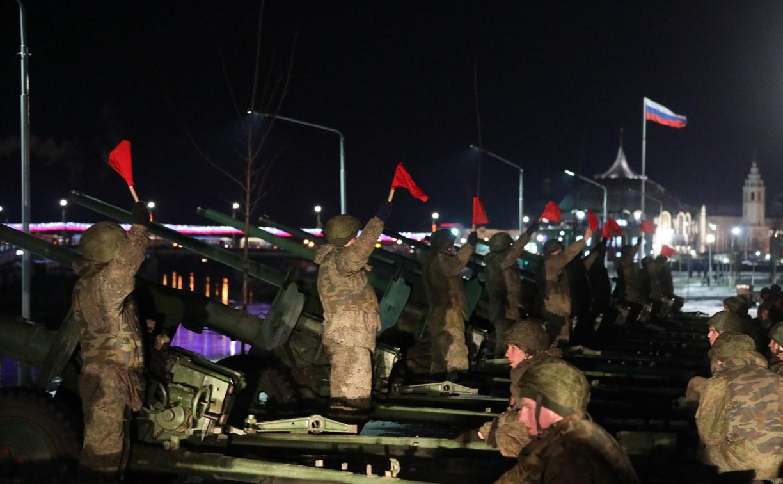 Тульские десантники отметили 23 февраля праздничным салютом