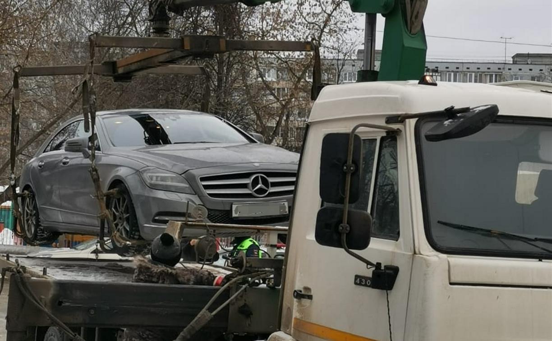 В Плеханово житель табора перекрыл дорогу, чтобы покрутить «жука» на чужом «Мерседесе»