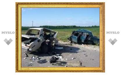 В аварии под Тулой погибли 4 человека