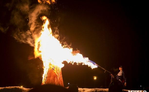 Проводы зимы в Туле: сжигание чучела Масленицы и фейерверк