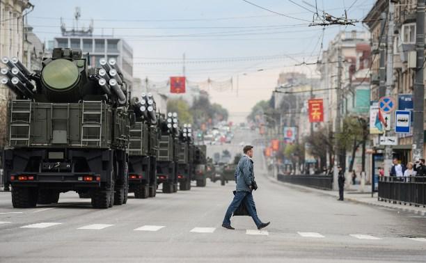 Тульские военные провели первую репетицию парада Победы на площади Ленина