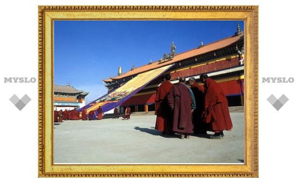Тибетский монастырь в Китае заблокировали после самосожжения монахов