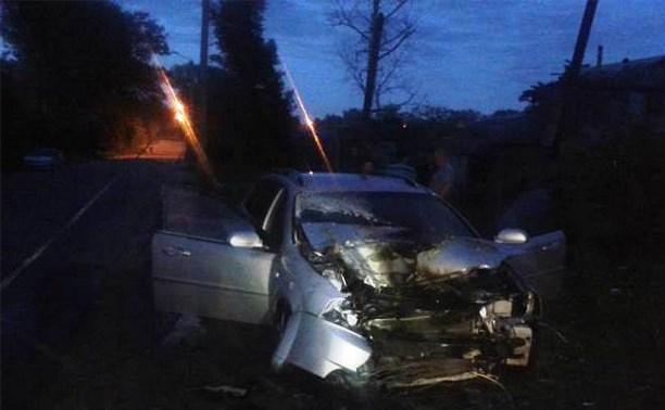 В Новомосковске машина врезалась в столб и загорелась