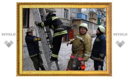 В Туле горит общежитие