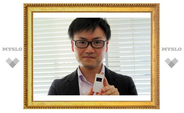 Японцы представили 32-граммовый мобильник