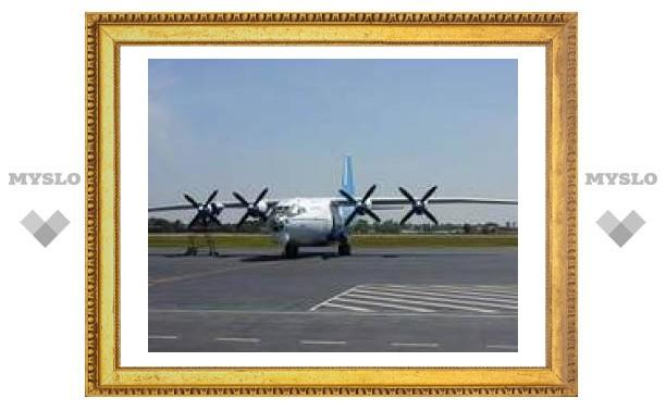 Ан-12 совершил аварийную посадку на рисовом поле в Камбодже