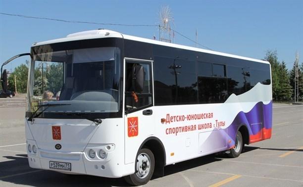 Евгений Авилов подарил тульским спортсменам новый автобус