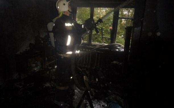 Пожарные спасли 22 человека из горящего дома на Одоевском шоссе