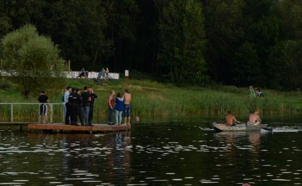 Водолазы достали из пруда Центрального парка тело утонувшего мужчины