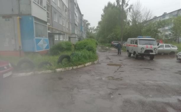 В Узловой затопило двор: на месте работают сотрудники МЧС