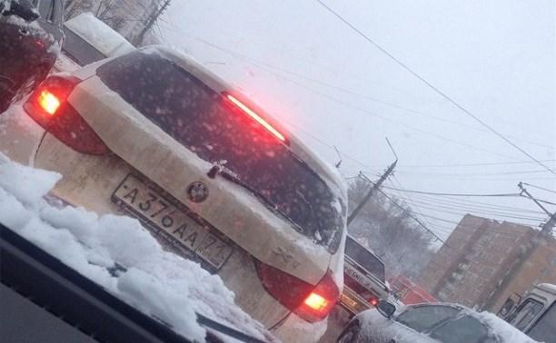 Утром из-за снегопада в Туле произошло 25 ДТП