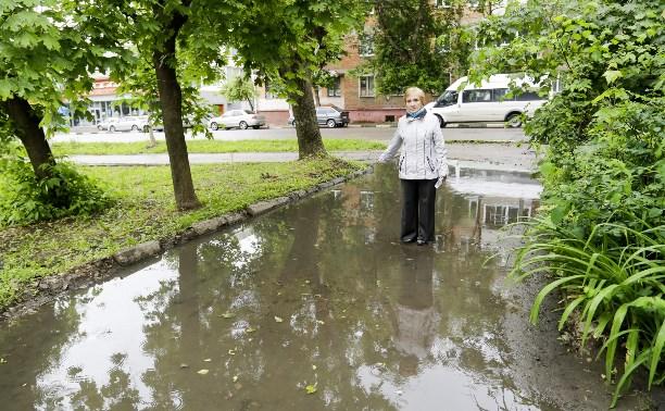 В Туле на ул. 9 Мая затопило двор