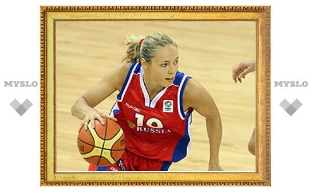Баскетболистке сборной России простили удар соперницы локтем