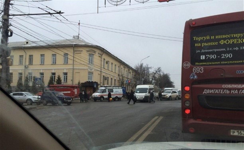 ДТП на пересечении проспекта Ленина и Пушкинской парализовало движение транспорта