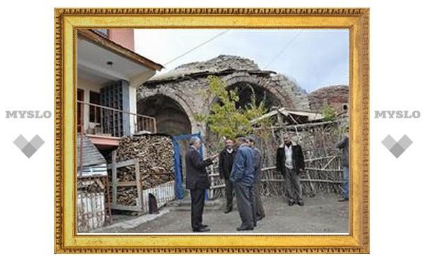 В Турции хотят разобрать мечеть, чтобы отреставрировать армянскую церковь