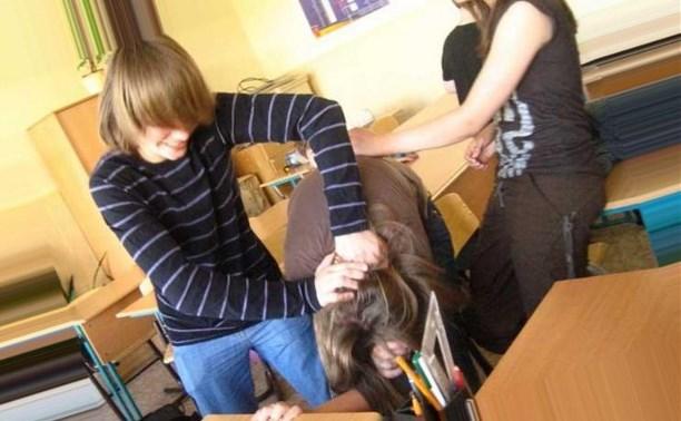 В Тульской области школьник на уроке географии побил одноклассницу