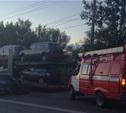 На Павшинском мосту легковушка врезалась в автовоз